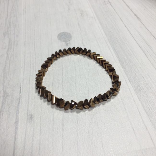 Bracelet en perles triangulaires