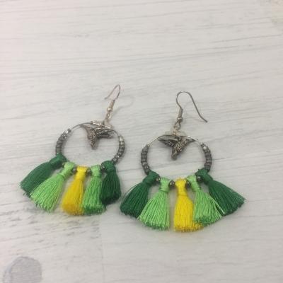 Boucles d'oreilles pompons verts/jaunes et colibri