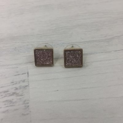 Boucles d'oreilles carrées brillantes roses