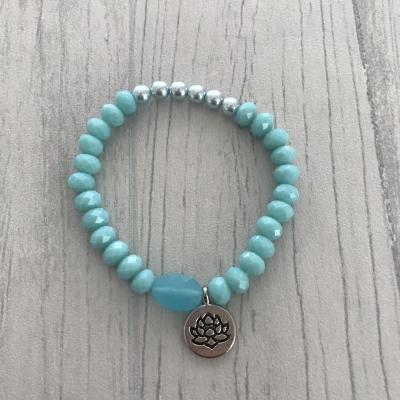 Bracelet bleu et fleur de lotus