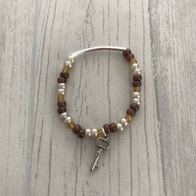 Bracelet marron en perles et clé acier