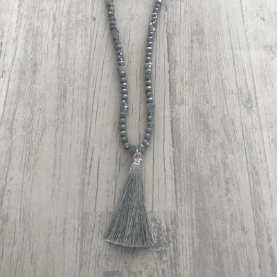 Collier sautoir gris