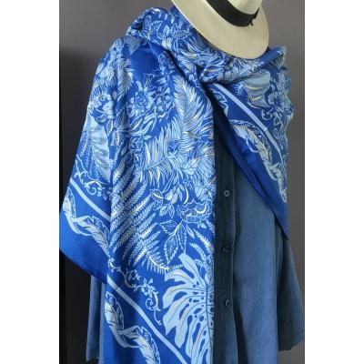 Foulard bleu feuilles et dorure métal