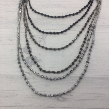 Collier sautoir multirangs perles
