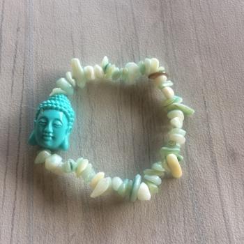 Bracelet en éclats de pierres et boudha