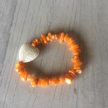 Bracelets en éclats de pierres et cœur en pierre de lave