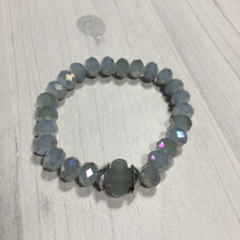 Bracelet en perles grises